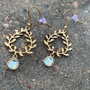 🎁 🆕 NWT Olive leaf motif earrings